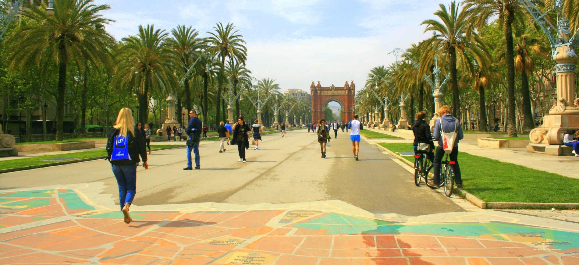 Student walking to Arc de Triumpf in Barcelona